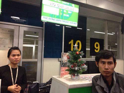 Hành khách nằm dài tại sân bay vì Jetstar hủy chuyến-5