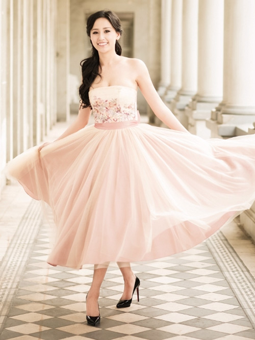 Mai Phương Thúy làm cô dâu gợi cảm dù chưa kết hôn-8