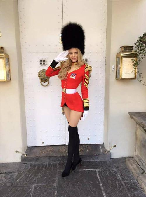 Trang phục dân tộc tại HH Hoàn vũ 2014 gây tranh cãi - 3