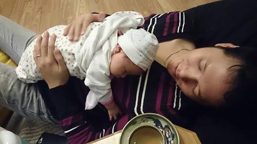 Khánh Linh lần đầu khoe ảnh con gái mới sinh-1