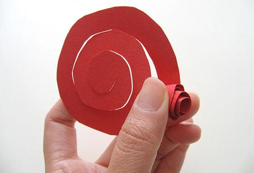 Rảnh tay 5 phút làm hoa giấy hút mắt cho bàn làm việc-4