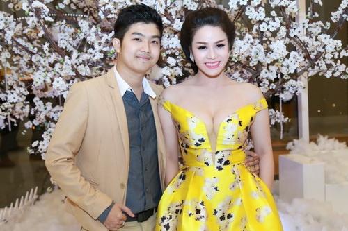 Nhật Kim Anh mặc váy khoe ngực táo bạo bên chồng-5