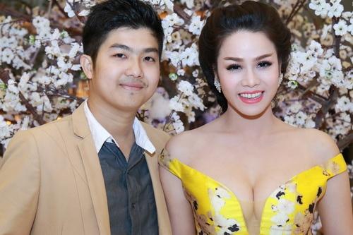 Nhật Kim Anh mặc váy khoe ngực táo bạo bên chồng-6
