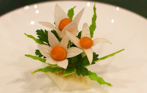 Tỉa hoa từ củ cải xinh xắn trang trí bàn ăn-8