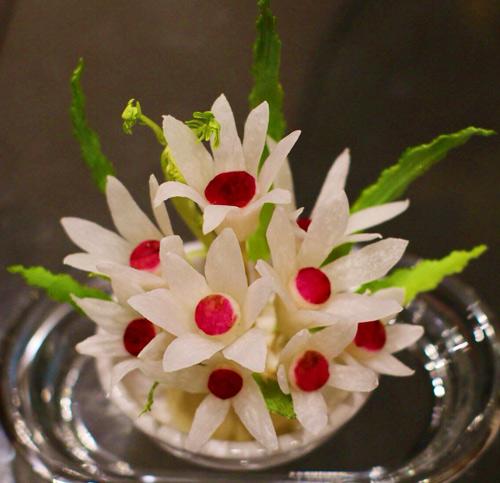 Tỉa hoa từ củ cải xinh xắn trang trí bàn ăn-9
