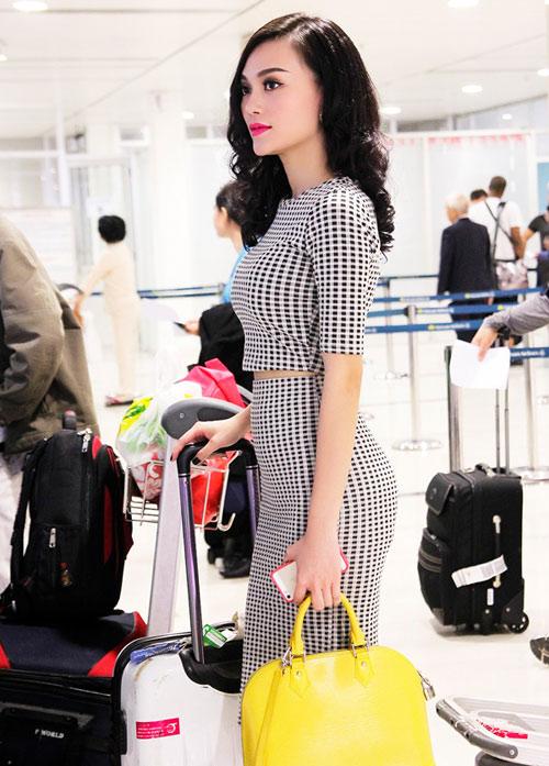 Cao Thùy Linh xinh đẹp ngỡ ngàng tại sân bay-6