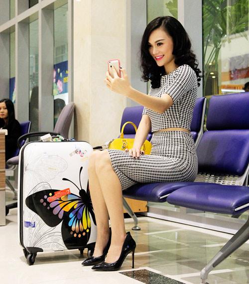Cao Thùy Linh xinh đẹp ngỡ ngàng tại sân bay-5