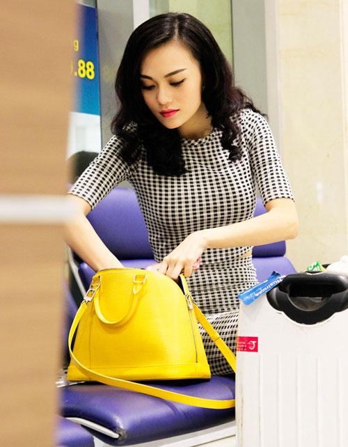 Cao Thùy Linh xinh đẹp ngỡ ngàng tại sân bay-7