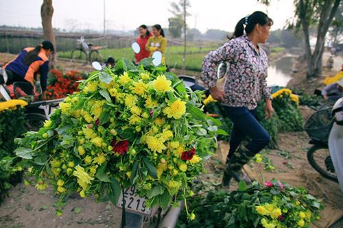 Ngắm phiên chợ độc đáo ở làng hoa Tây Tựu-16