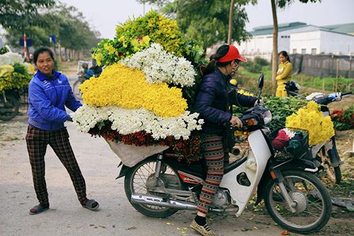 Ngắm phiên chợ độc đáo ở làng hoa Tây Tựu-13