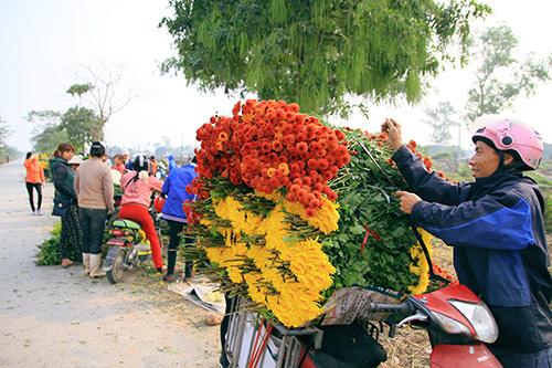 Ngắm phiên chợ độc đáo ở làng hoa Tây Tựu-12