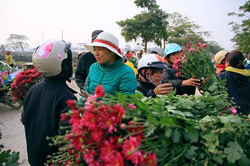 Ngắm phiên chợ độc đáo ở làng hoa Tây Tựu-2