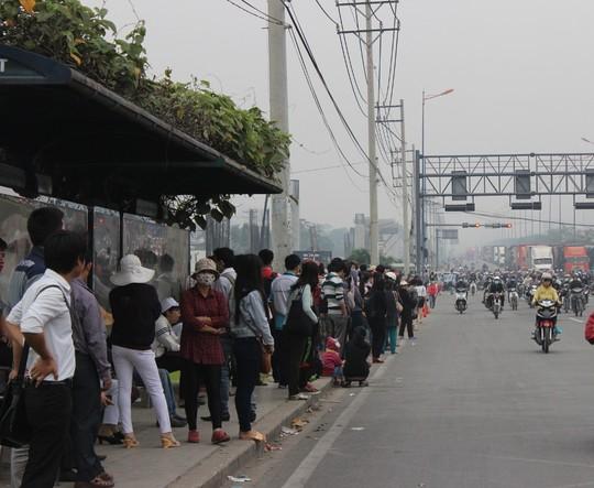 """Đèn giao thông ngưng hoạt động, xa lộ Hà Nội """"tê liệt""""-10"""