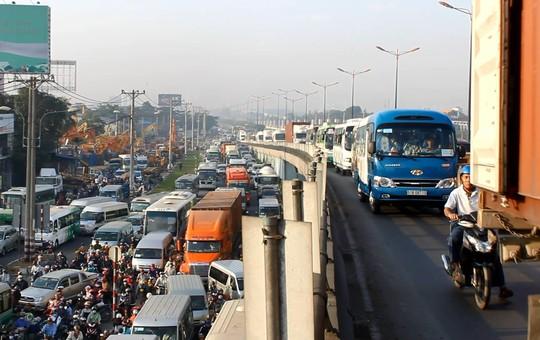 """Đèn giao thông ngưng hoạt động, xa lộ Hà Nội """"tê liệt""""-6"""