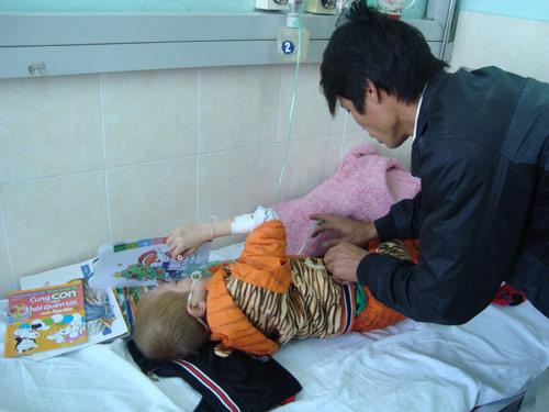 Thương bé 10 tuổi học lớp 1 dở dang vì bệnh quái ác-4