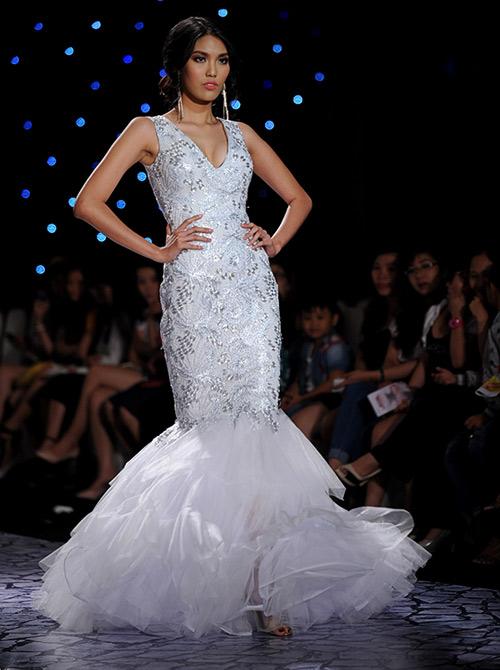 Váy dạ hội Việt đẹp và sang không kém hàng hiệu - 18