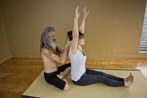 nguoi dan ong day yoga noi tieng nhat nuoc anh - 4