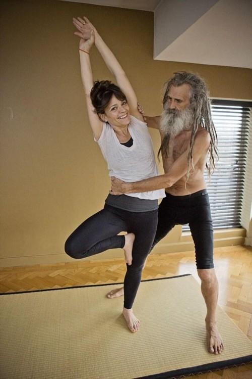 nguoi dan ong day yoga noi tieng nhat nuoc anh - 2