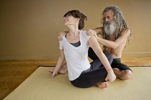 nguoi dan ong day yoga noi tieng nhat nuoc anh - 3