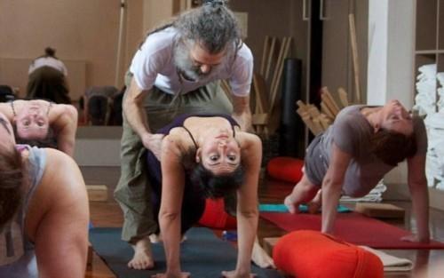 nguoi dan ong day yoga noi tieng nhat nuoc anh - 5