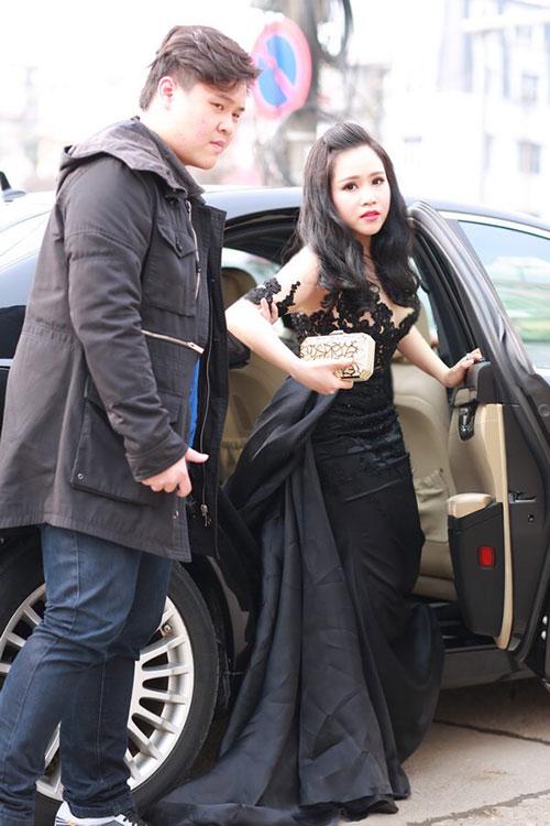 truong phuong mac vay xuyen thau di sieu xe du hop bao - 3