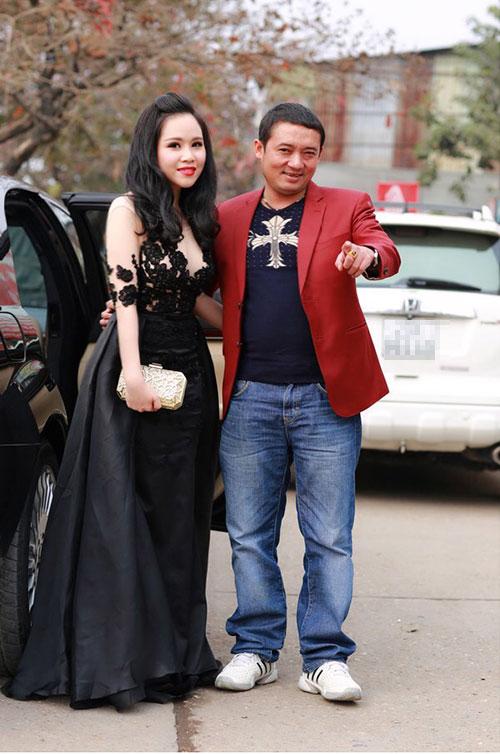 truong phuong mac vay xuyen thau di sieu xe du hop bao - 5