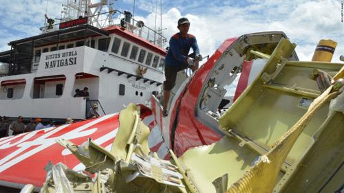 indonesia bat dau chien dich truc vot xac may bay qz8501 - 2