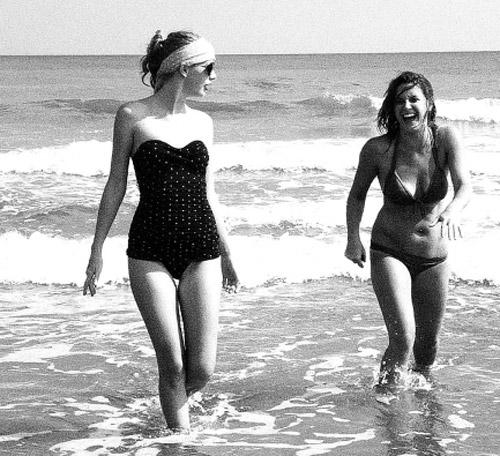 fan than tho khi ngam taylor swift mac bikini - 15