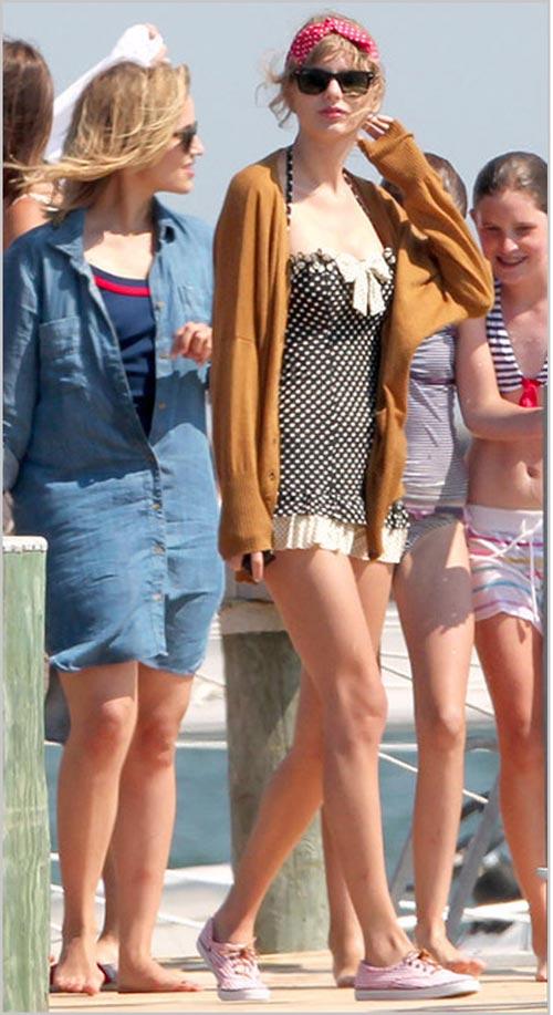 fan than tho khi ngam taylor swift mac bikini - 12