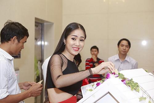 """le phuong goi cam kho cuong giua """"bao"""" ly hon - 1"""