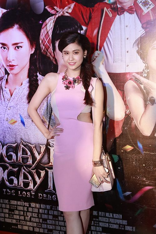 """thu minh """"gay bao"""" ben chong voi bung bau 6 thang - 11"""