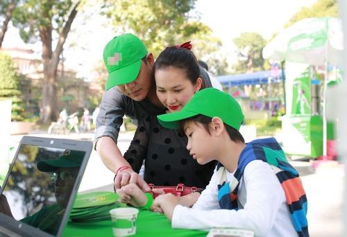 kim hien hanh phuc khoe bung bau 3 thang ben chong con - 12