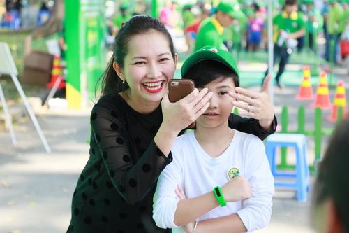 kim hien hanh phuc khoe bung bau 3 thang ben chong con - 3