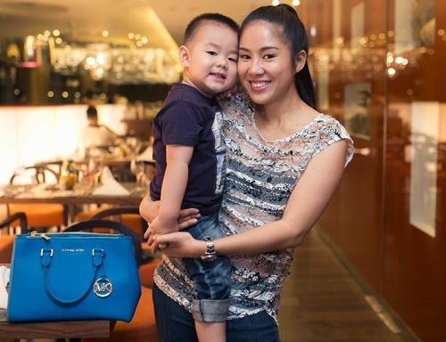 le phuong khong an tét nguyen dán cùng con trai - 4