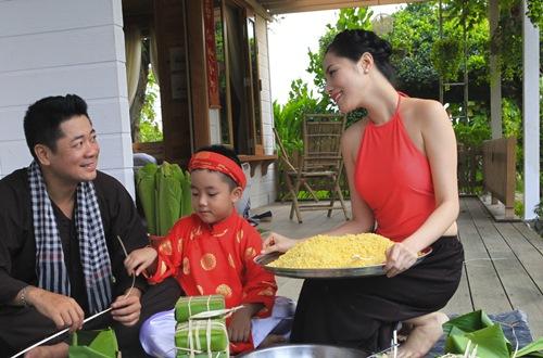 vo chong kiwi ngo mai trang tu tay goi banh chung - 5