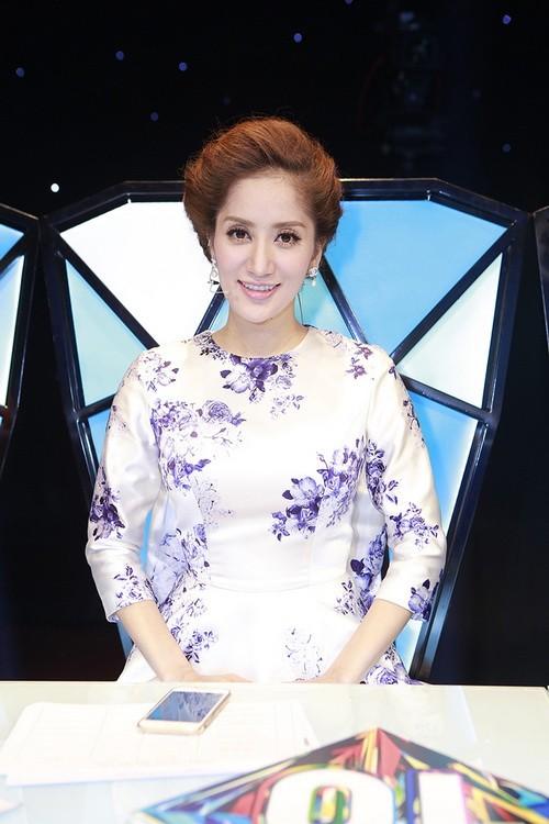 angela phuong trinh duoc ban dien cham soc chu dao - 15
