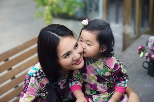 """ghen ti"" ngam con gai hh huong giang hon me - 15"