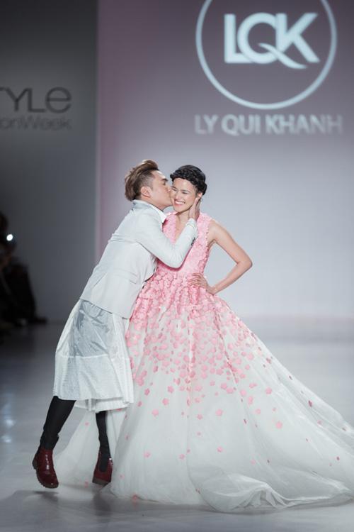 Mâu Thủy mở màn show diễn của Lý Quí Khánh tại New York FW-4