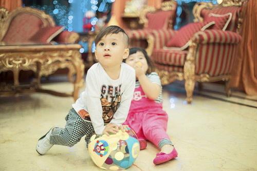 Em gái Thanh Thảo đưa con trai dạo phố xuân-12