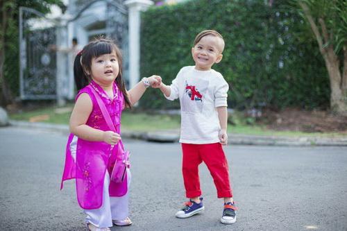 Em gái Thanh Thảo đưa con trai dạo phố xuân-9