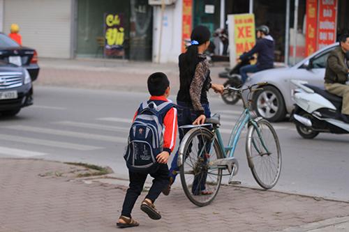 Trẻ nhỏ mệt mỏi đi học sau kỳ nghỉ Tết-7