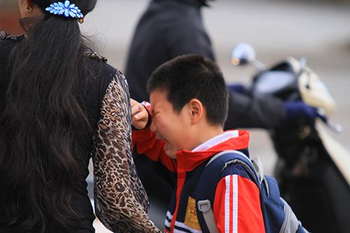Trẻ nhỏ mệt mỏi đi học sau kỳ nghỉ Tết-6
