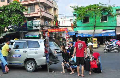 Đường phố tắc nghẽn ngày làm việc đầu năm-11