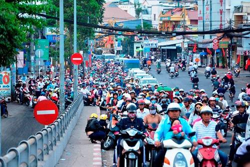 Đường phố tắc nghẽn ngày làm việc đầu năm-8