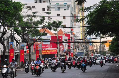Đường phố tắc nghẽn ngày làm việc đầu năm-13