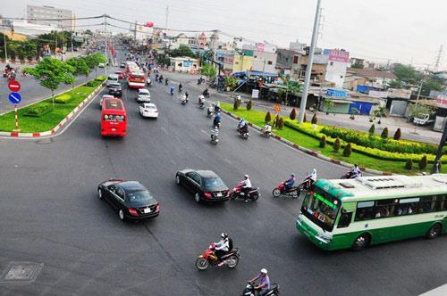 Đường phố tắc nghẽn ngày làm việc đầu năm-14
