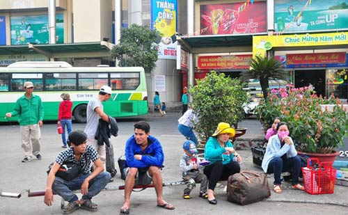 Đường phố tắc nghẽn ngày làm việc đầu năm-12