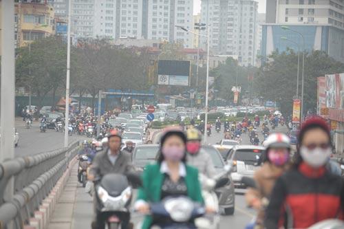 Đường phố tắc nghẽn ngày làm việc đầu năm-4