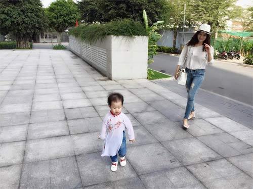 Hà Kiều Anh hạnh phúc du xuân cùng chồng, con-13