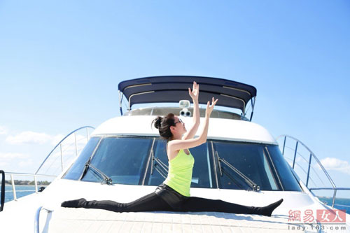 ly bang bang khoe dang thon voi yoga tren du thuyen - 6